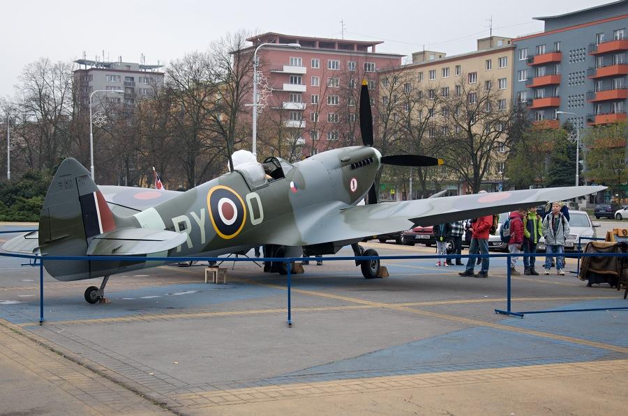 spitfire-mk-ix-v-porube-01.jpg