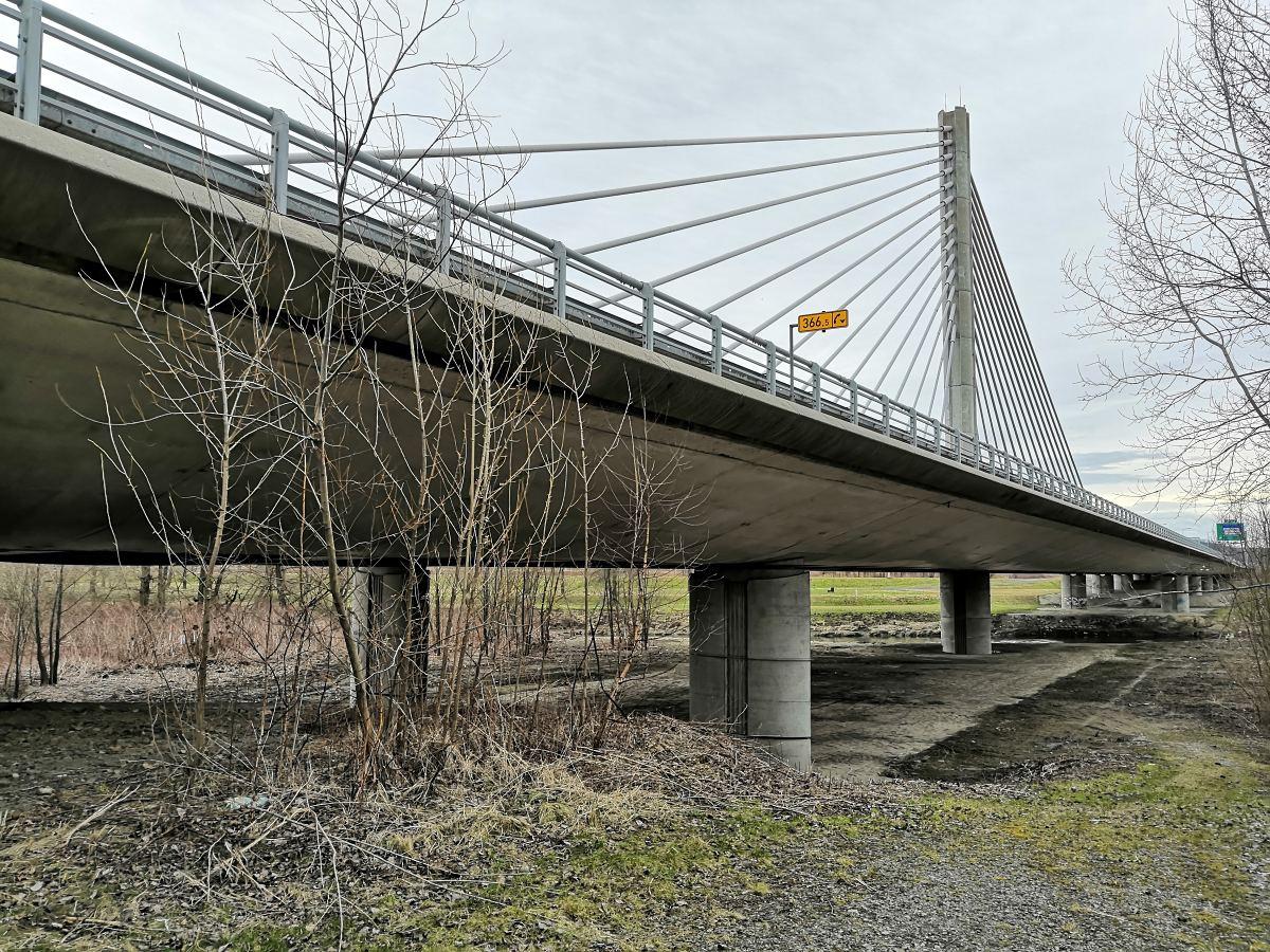 zaveseny-most.jpg