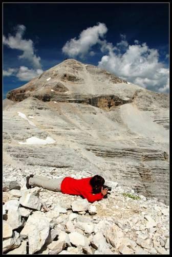 Jana při focení kytiček ve 3000 m n.m.