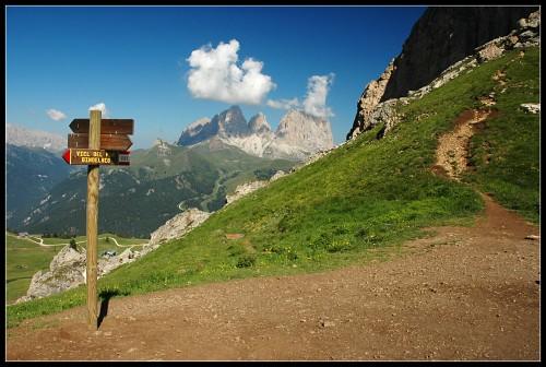 Belveder, v pozadí Sassolungo, v pravo vrchol Sas Becé