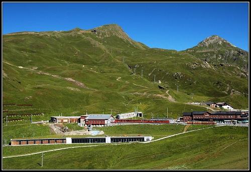 Kleine Scheidegg z druhé strany - vidíte podzemní depo
