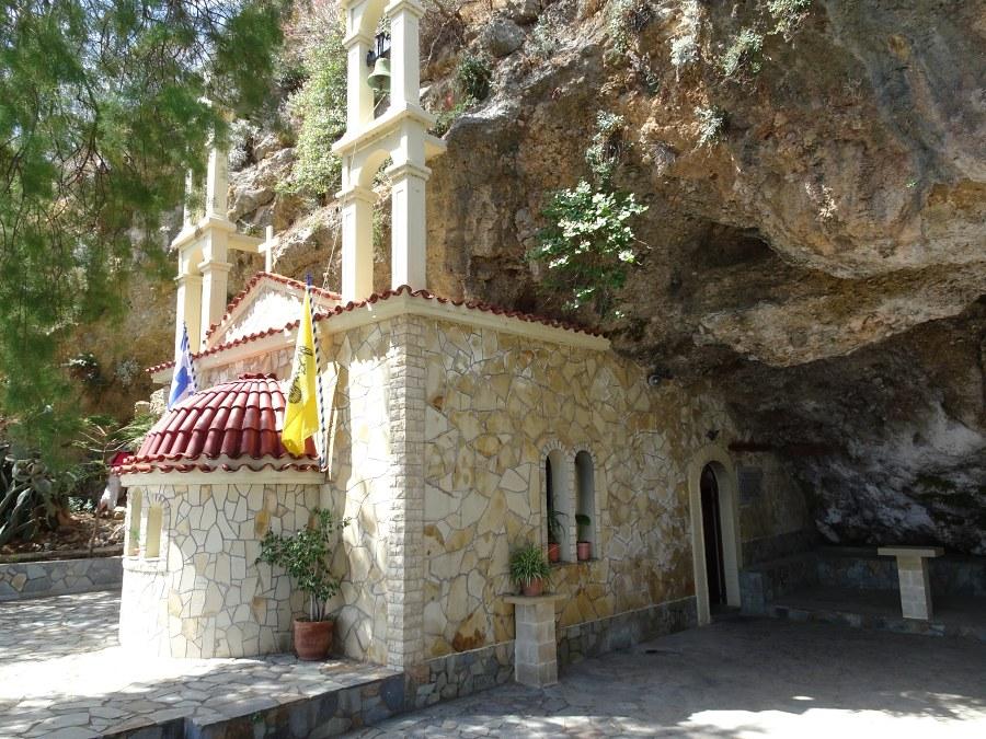 jeskyne-svateho-jana-s-kostelem.jpg